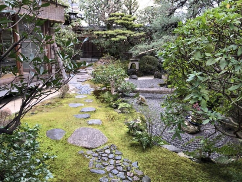 茶寮宝泉の露地