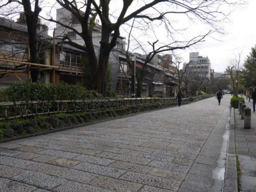 人通りがさびしい祇園白川