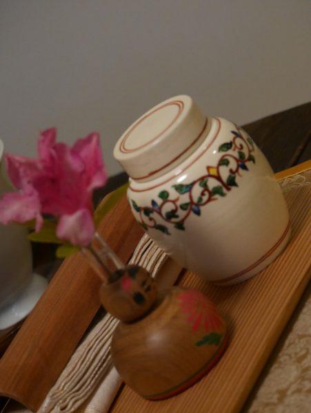 東叡山翼仙の煎茶道教室で飾られているこけし