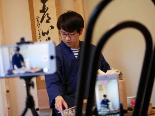 オンラインサロン中の黄檗売茶流煎茶道教授東叡山翼仙