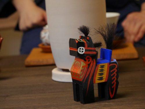 東叡山翼仙の煎茶道教室で飾られている三春駒