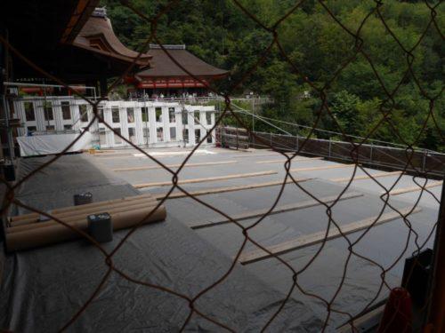 清水の舞台は一部工事中で入ることが出来ないようフェンスを貼られている